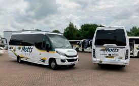Due minibus Indcar Wing in Inghilterra per Motts