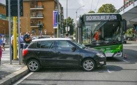 Milano, incidente lungo la circonvallazione filoviaria della 90/91