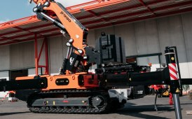 A new articulated crawler crane