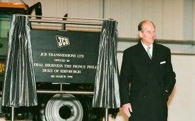 In JCB, bandiere a mezz'asta in onore del Duca di Edimburgo