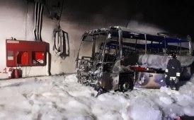 Minibus a fuoco in galleria sulla Ss36