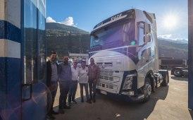 Il nuovo Volvo Fh Lng 'fa strada'