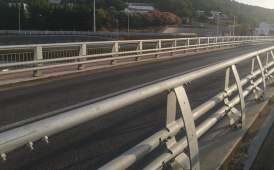 Road safety barriers for civil engineering structure (bridges)