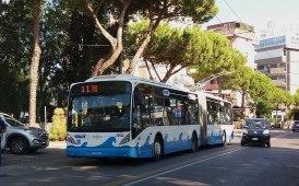 Rimini, somalo accoltella i controllori su un filobus