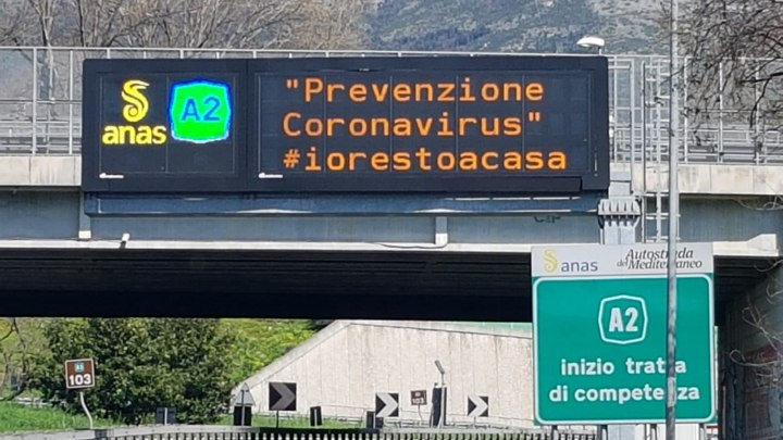 PMV #iorestoacasa sulla A2 Autostrada del Mediterraneo