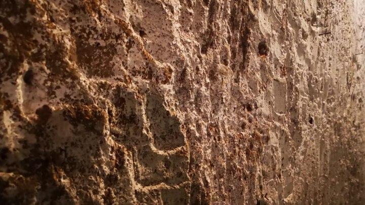 Particolare di una parete di tufo