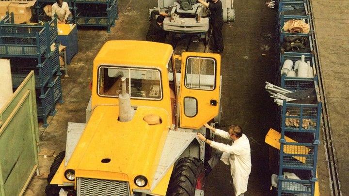 1969, il primo anno di produzione delle pale gommate  nello stabilimento JCB di Rocester nello Staffordshire, appositamente ampliato a questo scopo