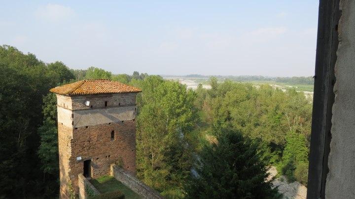 Castello con vista...su fiume e ponte stradale
