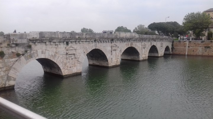"""Il ponte di Tiberio: una """"star"""" cittadina sempre più ammirata"""
