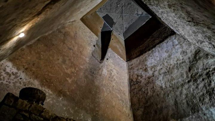 Sotto il pozzo: la tipica sezione di scavo