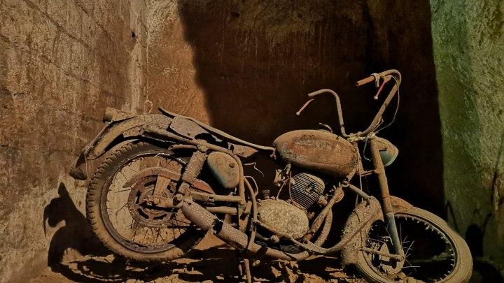 """Anche i motocicli diventano """"icone"""" di questo museo underground"""